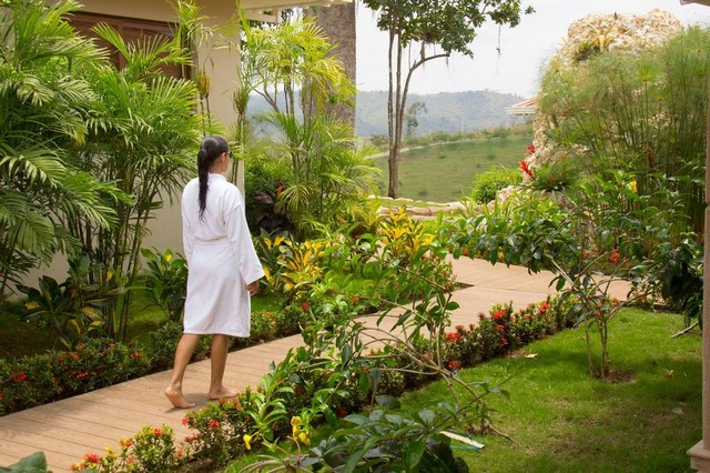 HILLARY NATURE RESORT & SPA